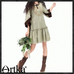 Короткое платье Artka с вышивкой и рукавами с разрезом