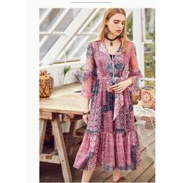 Легкое приталенное платье Artka с расклешенными рукавами в стиле пэчворк