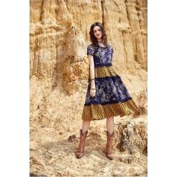 Свободное платье-трапеция Artka с выделенной талией и рисунком Огурец