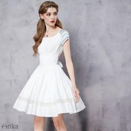 Нежное платье Artka с широкой талией, бантом сзади и юбкой-колоколом
