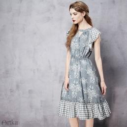 Платье Artka с оборками и оригинальным принтом на рукавах и юбке