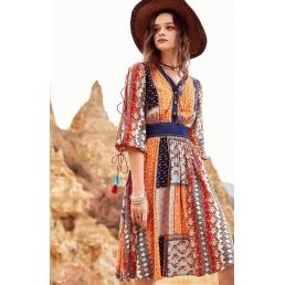 Приталенное платье Artka с джинсовым поясом  и шнуровкой на рукавах