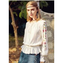 Блузка Artka с вырезом на кулиске и оборками на поясе (белая)