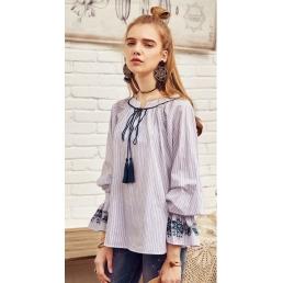 Блузка Artka с манжетами, украшенными оборкой и вышивкой