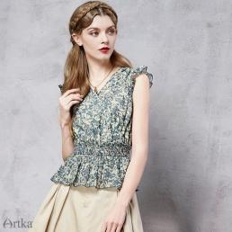 Блузка Artka с короткими рукавами с оборкой и витееватым рисунком
