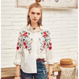Белая рубашка Artka с яркими цветами