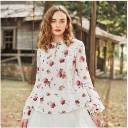 Блузка-трапеция от Artka с кружевными вставками