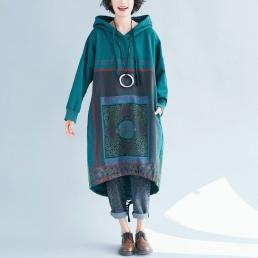 Ассиметричное платье-толстовка с рисунком квадрат (зеленое)