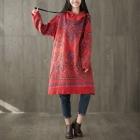 Яркое платье-толстовка с узорами (красный)