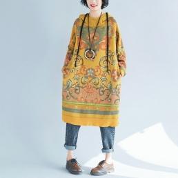 Яркое платье-толстовка с узорами (желтый)