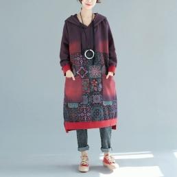 Платье-толстовка с накладными карманами и рисунком пэчворк (красный)