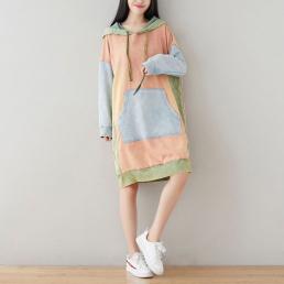 Комбинированное платье-толстовкас карманом кенгуру (розовый)