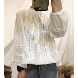 Блузка на пуговицах с вертикальным декором (белый)