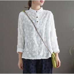 Блузка с фактурными цветами (белый)